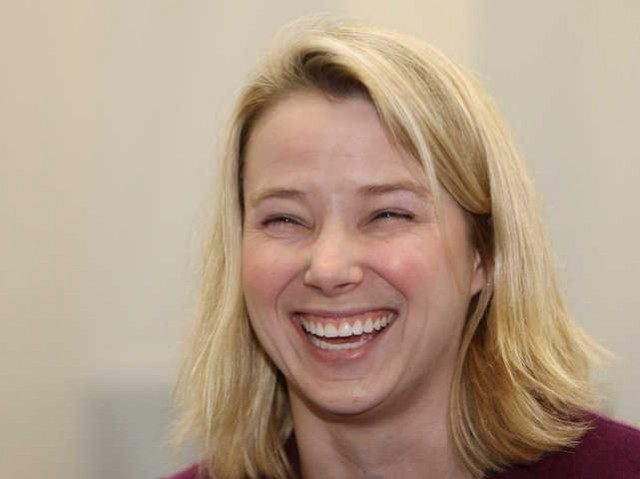 marissa-mayer-is-trying-to-woo-apple-into-making-yahoo-the-default-search-engine-on-the-iphone