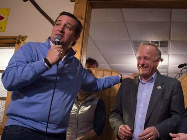 Presidential Candidate Ted Cruz (L)  with US Congressmen Steve King, R-Iowa in Fenton, Iowa, January 29, 2016