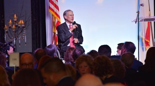Texas Governor Greg Abbott introduces Ted Cruz at Houston Lincoln-Reagan Dinner (Photo: Breitbart Texas/Bob Price)