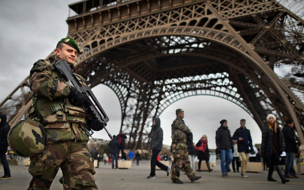 Troops Paris Attack