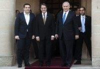 Cypriot President Nicos Anastasiades (C), Israeli Prime Minister Benjamin Netanyahu (R) and Greek Prime Minister Alexis Tsipras pose for a picture following a press-conference at the Presidential Palace in Nicosia on January 28, 2016.