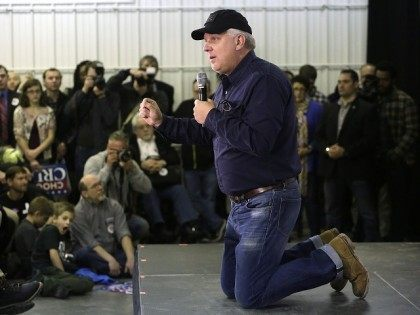 IOWA CITY, IA - JANUARY 31 : American television personality and radio host Glenn Beck talks from his knees about Republican presidential candidate Ted Cruz during a campaign event at the Johnson County Fairgrounds January 31, 2016 inIowa City, Iowa. Cruz is campaigning across the state on the eve of …