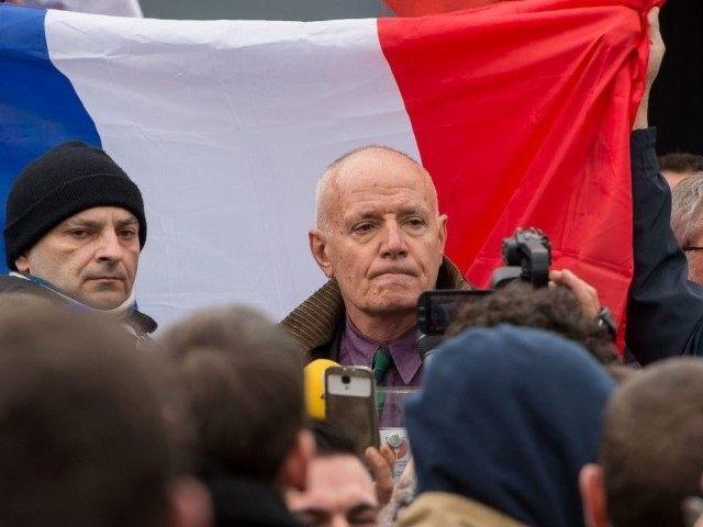 """Francouzská pravice zajedno v odsouzení zatčení bývalého generála na pochodu PEGIDY jako """"dvojích standardů"""""""