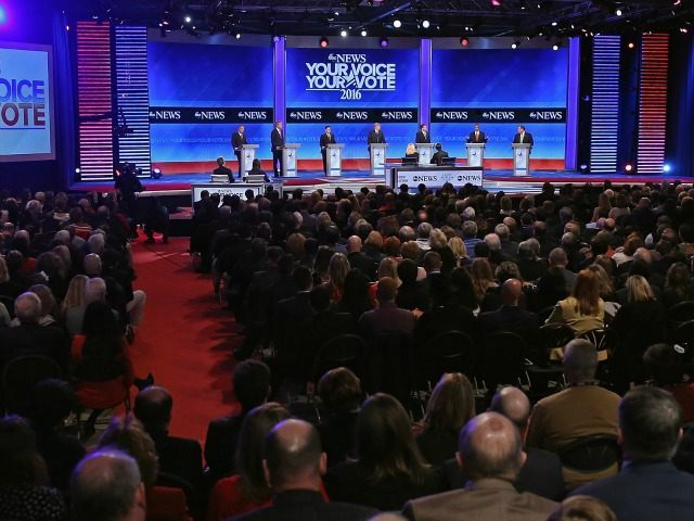 (L-R) Republican presidential candidates Ohio Governor John Kasich, Jeb Bush, Sen. Marco Rubio (R-FL), Donald Trump, Sen. Ted Cruz (R-TX), Ben Carson and New Jersey Governor Chris Christie participate in the Republican presidential debate at St. Anselm CollegeÊFebruary 6, 2016 in Manchester, New Hampshire. Sponsored by ABC News, the Independent Journal Review and Google, this is the final televised debate before voters go to the polls for the New Hampshire primary on February 9.