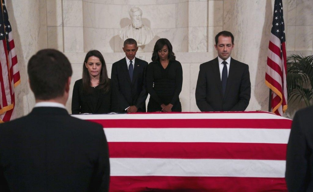 U.S. President Barack Obama and first lady Michelle Obama pay their respects to U.S. Supreme Court Justice Anthony Scalia, in front of his casket, in the Great Hall of the Supreme Court on February 19, 2016 in Washington, DC. (Photo by Aude Guerrucci/Getty Images)