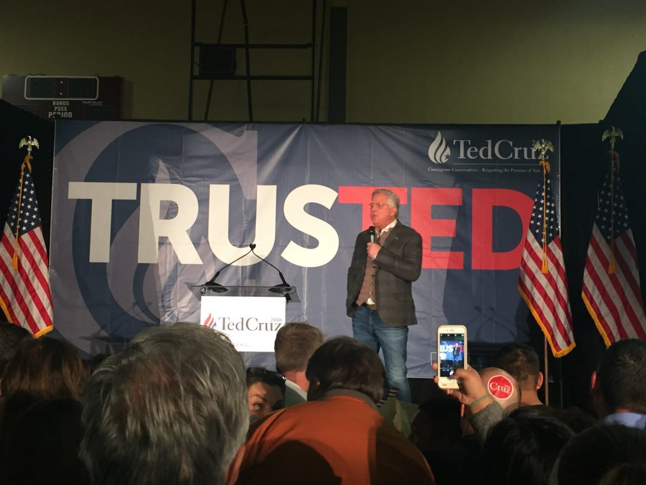 Glenn Beck takes stage at Ted Cruz NV Victory Event