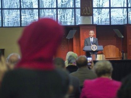 Obama Mosque Visit Pablo Martinez Monsivais AP