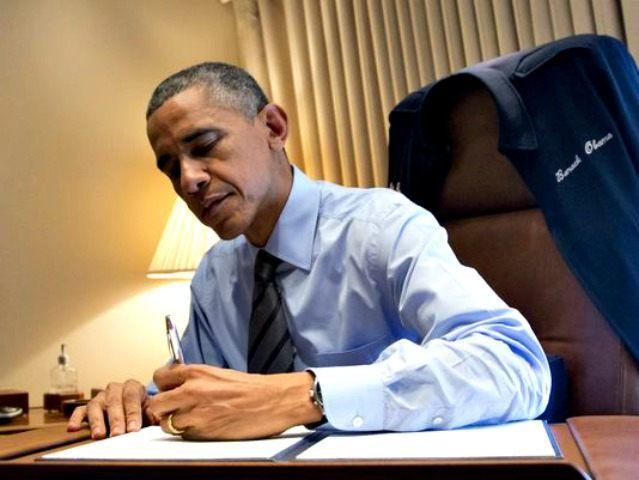 Obama Signs Exec Orders AP