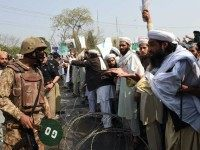 Pakistan supporters of convicted murderer Mumtaz Qadri argue with soldiers as they demonstrate against his execution, during a protest rally in Peshawar, on February 29, 2016