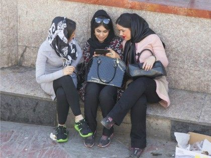 IRAN, Teheran : Young iranian women chat to each other in Tehran,07 April 2015