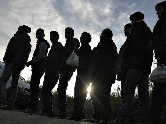 Calais-Migrants-Line-Up-AP-PhotoMarkus-Schreiber-640x480