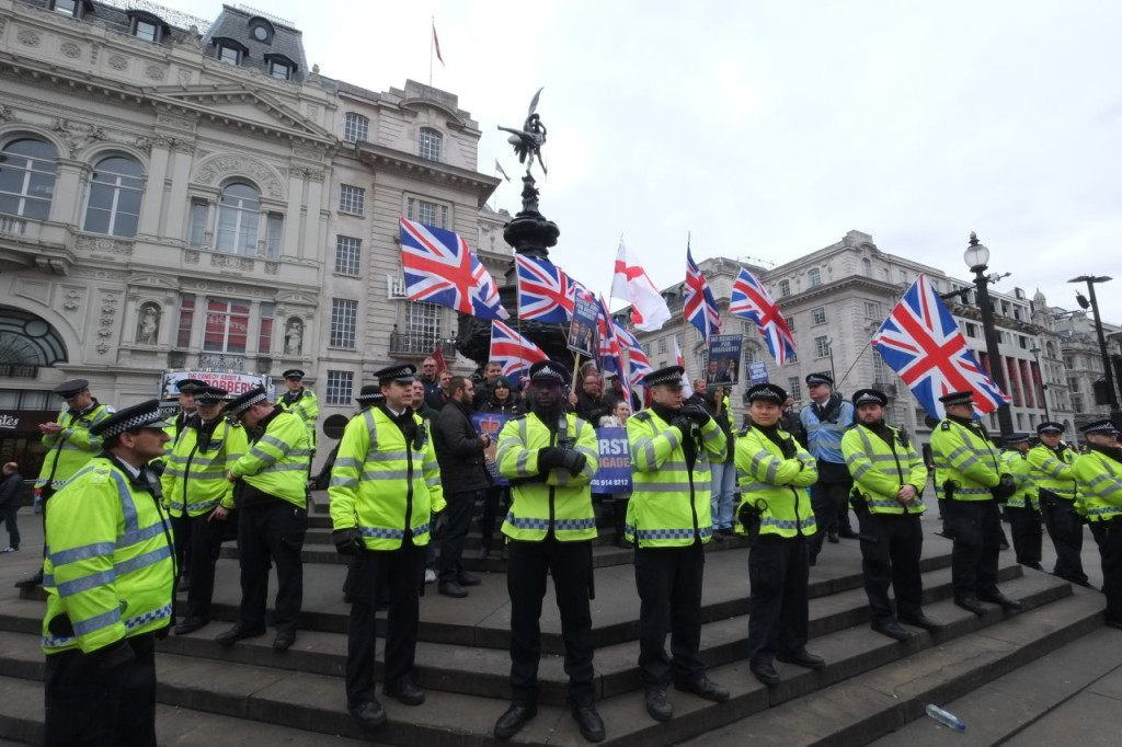 Police form a barrier around the Britain First counter-demonstration (Rachel Megawhat/Breitbart London)
