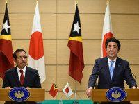 JAPAN, Tokyo : East Timor President Taur Matan Ruak (L) listens to Japanese Prime Minister Shinzo Abe speaking during a joint press conference at Abe's official residence in Tokyo on March 15, 2016. Taur Matan Ruak is currently on a four-day visit to Japan. / AFP / POOL / FRANCK …