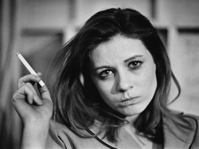 American actress Patty Duke taking a break from filming on the set of 'Valley of the Dolls', 24th April 1967. (Photo by Harry Benson/Express/Hulton Archive/Getty Images)