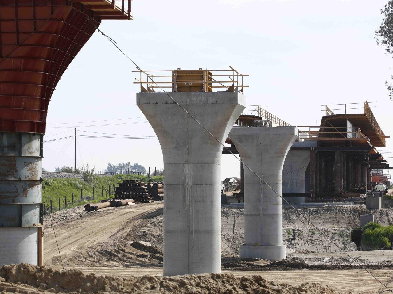 CA High-Speed Rail Contractor Gets 18% Raise After Missing Completion Date