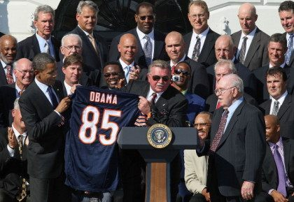 WASHINGTON, DC - OCTOBER 07: Former Chicago Bears head coach Mike Ditka (C) presents U.S. President Barack Obama (L), with a team jersey, while flanked by Defensive coordinator Buddy Ryan (R), and other members of the the 1985 Super Bowl Champion Chicago Bears, on the south lawn of the White …