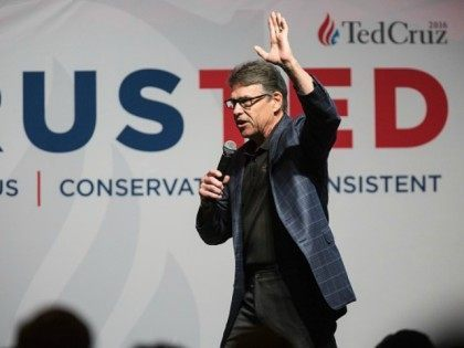 Rick Perry, former governor of Texas, speaks at a presidential campaign rally for Ted Cruz in Dallas, Texas on February 29, 2016. / AFP / Laura Buckman