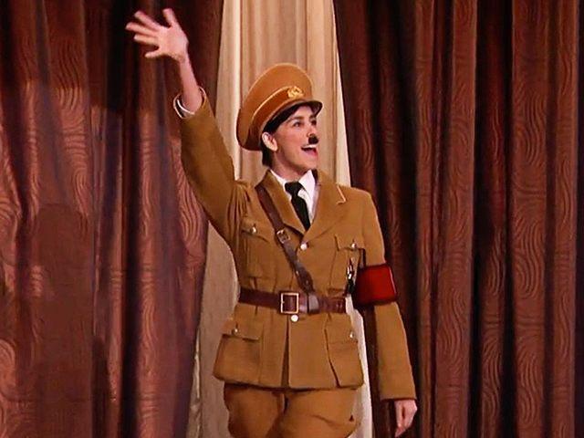 Sarah-Silverman-Hitler-4