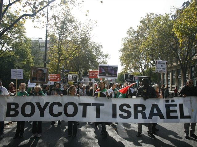 People take part in a pro-Palestinian demonstration on October 10, 2015 in Paris, calling for a boycott of Israel and for the recognition of the State of Palestine. Since October 1, 2015 and the murder of two West Bank settlers, clashes in Israel have left at least four Israelis and …