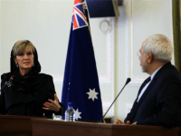 Iranian Foreign Minister Mohammad Javad Zarif (R) and his Australian counterpart Julie Bishop hold a press conference following a meeting in Tehran