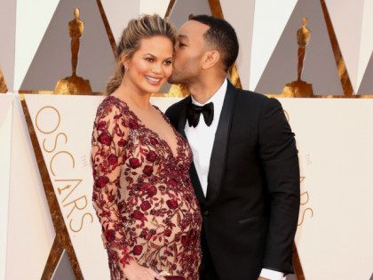 HOLLYWOOD, CA - FEBRUARY 28: Model Chrissy Teigen and musician John Legend attend the 88th Annual Academy Awards at Hollywood & Highland Center on February 28, 2016 in Hollywood, California. (Photo by Todd Williamson/Getty Images)