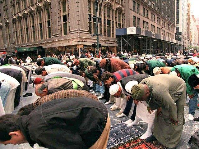 muslims_praying_new_york_city_ap