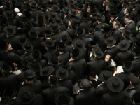 Ultra-orthodox Jewish men attend the funeral of rabbi Yochanan Sofer, leader of the Erlau Hasidic sect, in Jerusalem on February 22, 2016 after he passed away at the age of 93.