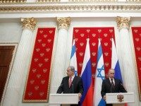 Russia's President Vladimir Putin (R) and Israel's Prime Minister Benjamin Netanyahu take part in a joint press conference in Moscow's Kremlin, on November 20, 2013. A