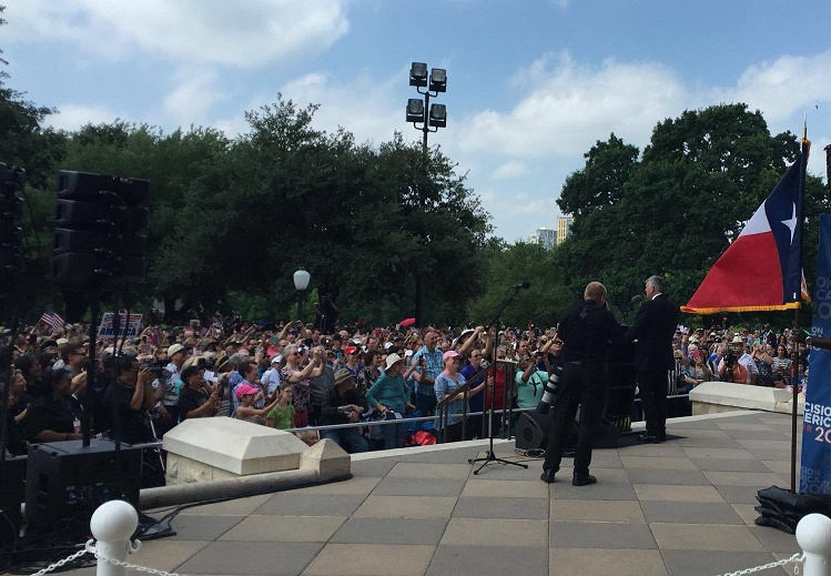 Franklin Graham speaking to 10,000 faithful at Texas Capitol. (Photo Courtesy of Weston Martinez)