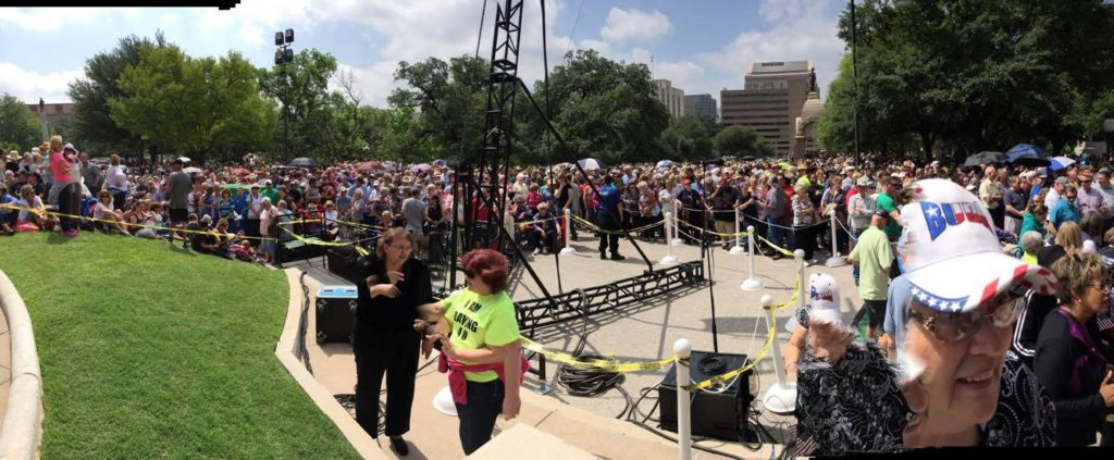 Thousands gather to hear Franklin Graham at Texas Capitol. (Photo Courtesy Jeanie Mason)