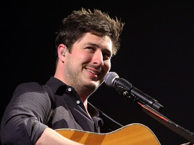Marcus Mumford with Mumford & Sons perform at the Infinite Energy Arena on Monday, April 11, 2016, in Atlanta. (Photo by Katie Darby/Invision/AP)
