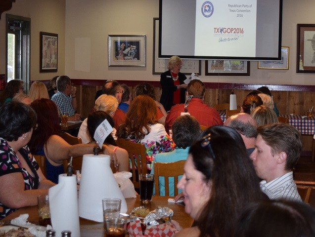 Alice Rekeweg conducts delegate training to a packed house of Harris County Republicans. (Photo: Breitbart Texas/Bob Price)