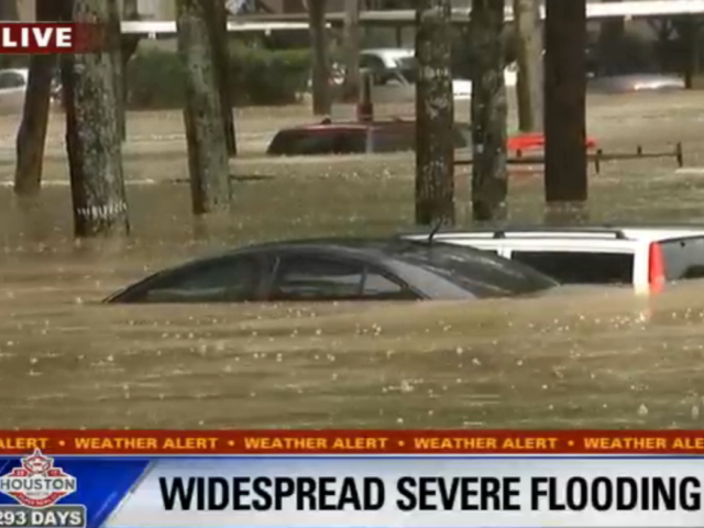 Flooding at Houston Aparrtment Complex - Fox 26