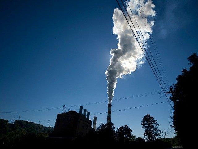 A plume of exhaust extends from the Mitchell Power Station, a coal-fired power plant located 20 miles southwest of Pittsburgh, on September 24, 2013 in New Eagle, Pennsylvania.