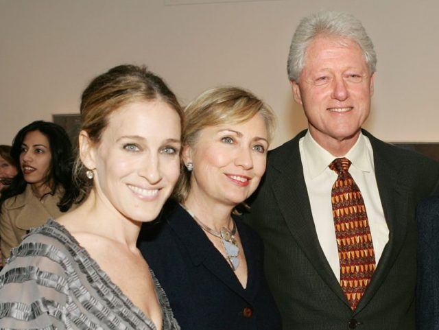 NEW YORK - NOVEMBER 17: (L-R) Actress Sarah Jessica Parker, U.S. Sen. Hillary Clinton (D-NY), former President Bill Clinton and actor Matthew Broderick attend the opening night reception for the artwork of Patricia Broderick at the Tibor de Nagy Gallery November 17, 2006 in New York City. (Photo by Evan …