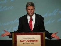 Libertarian Party presidential candidate Gary Johnson makes a point on October 23, 2012 in Chicago, Illinois.