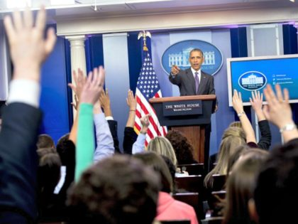 Obama Takes Questions Student Journos SPresident Barack Obama surprised college student journalists who were brought to the White House for a briefing with press secretary Josh Earnest.