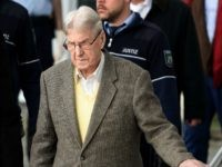 Former Auschwitz guard Reinhold Hanning (C) leaves the court after the start of his trial in Detmold, western Germany, on February 11, 2016.