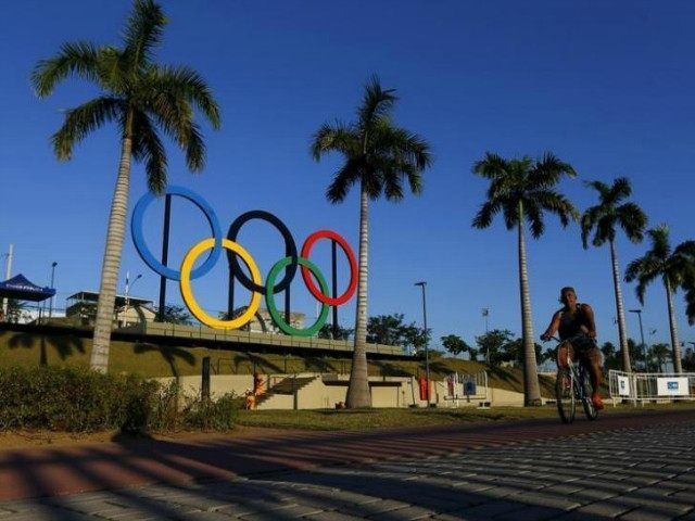 A man exercises next to the Olympic rings placed at the Madureira Park ahead the Rio 2016 Olympic Games, in Rio de Janeiro May 22, 2015. REUTERS/RICARDO MORAES
