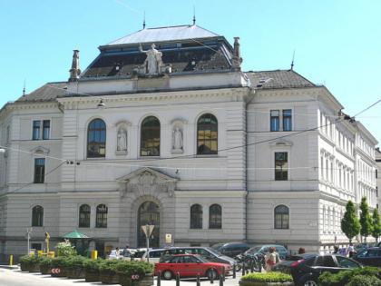 Salzburg_Justizgebäude_Kajetanerplatz