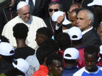 Pope Francis Lauds U.N. 'Global Compact' for Immigration