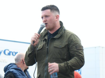 Tommy Robinson Arrested for Contempt of Court After Trying to Film Alleged Rapists Outside Canterbury Court