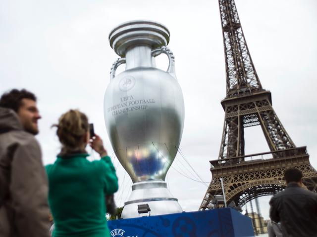 UEFA European Championship Eiffel Tower Paris football