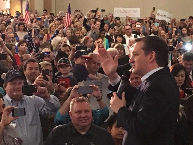 Ted Cruz in Irvine (Jon Fleischman / Breitbart News)
