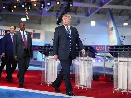 Trump walk California (Sandy Huffaker / Getty)