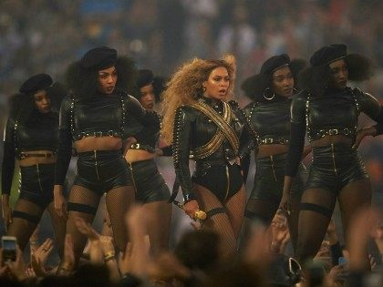 Football: Super Bowl 50: Celebrity singer Beyonce performing during halftime show of Denver Broncos vs Carolina Panthers game at Levi's Stadium. Santa Clara, CA 2/7/2016 CREDIT: Robert Beck (Photo by Robert Beck /Sports Illustrated/Getty Images) (Set Number: SI-123 TK1 )