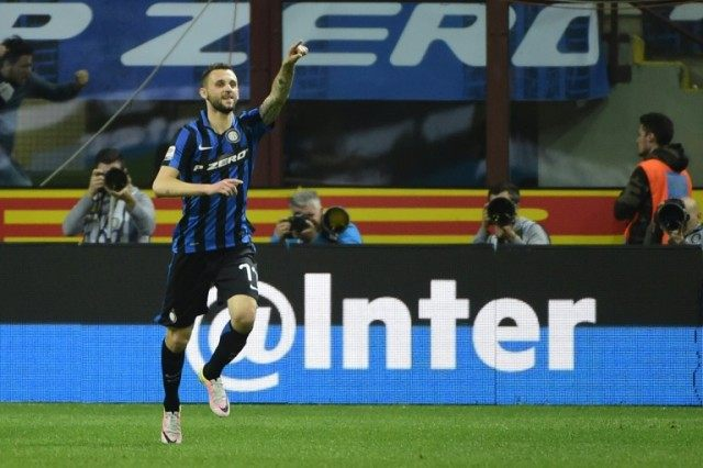 Inter Milan's midfielder Marcelo Brozovic celebrates after scoring during the Italian Serie A match vs Napoli on April 16, 2016