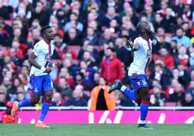 Crystal Palace's midfielder Yannick Bolasie (R) celebrates scoring on April 17, 2016