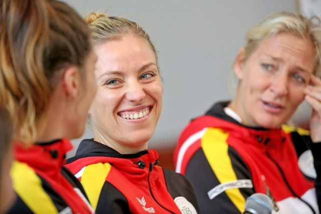 Germany's Angelique Kerber (C) with her FedCup teammates Andrea Petkovic (L) and captain Barbara Rittner