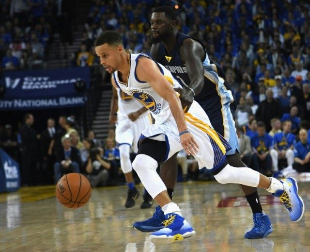 Stephen Curry (L) of the Golden State Warriors drives the ball past Lance Stephenson of the Memphis Grizzlies in the second half during their NBA game at ORACLE Arena in Oakland, California, on April 13, 2016